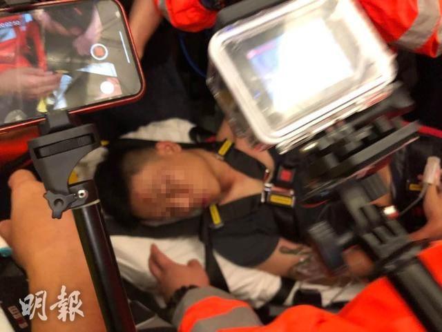 香港暴徒在机场霸凌不明身份内地旅客
