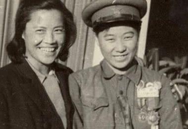 她隐瞒女儿身参军,出生入死,屡建奇功,毛主席这样评价她