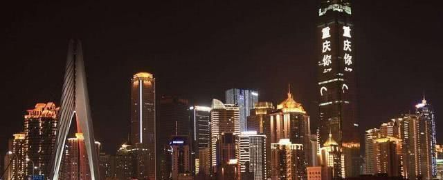 """中国夜景最""""美""""的城市,夜景与香港相似度过高,GDP突破两万亿"""