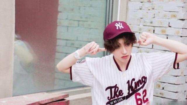 蔡徐坤最新时尚大片!漫画里走出来的日系美少年,两撮刘海超可爱