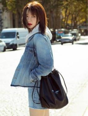 滚动:戚薇最新时尚街拍,完美诠释要风度不要温度,看着就很冷