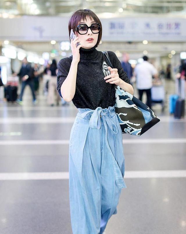 吴昕是真的瘦了,穿简约套装小秀细腰,一身黑色look酷帅又时髦