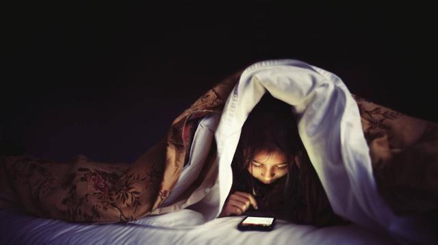 手机充整一晚的电,其中的危险你知道吗?