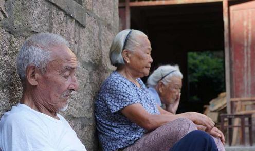 不管男女,想要长寿,中年后避开这5个雷区,长寿离你更近