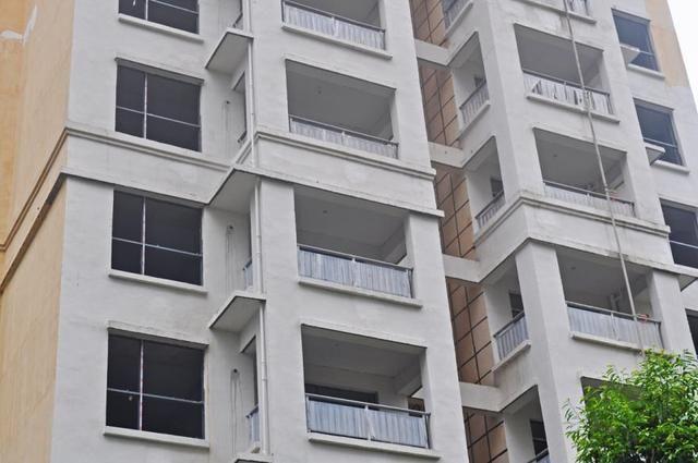 势必需要改动阳台结构,这就得考虑阳台窗户上下是否有梁,是否是混凝土