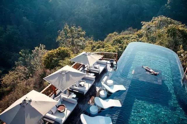 无边悬崖泳池夕阳spa,乌布高空秋千,这才是巴厘岛正确