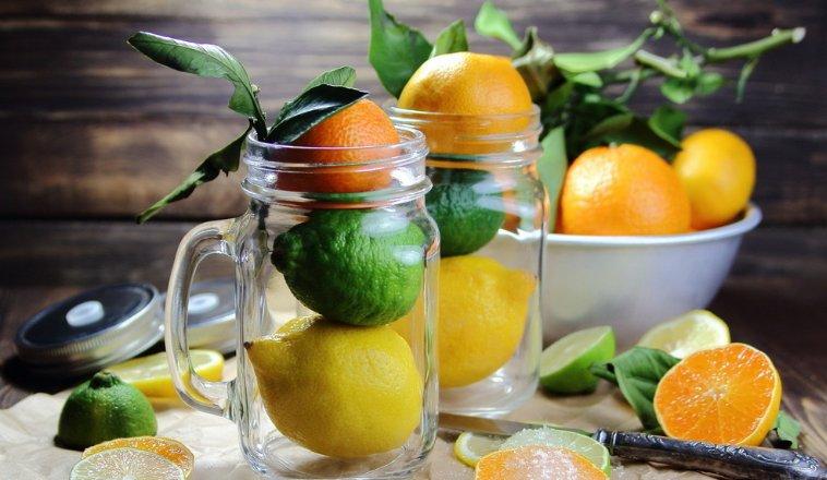 人们常说喝柠檬水减肥!这是真的吗?常喝柠檬水有什么功效?