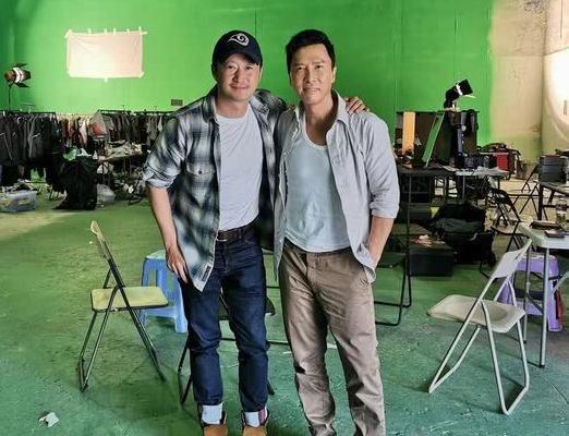 <b>吴京探班甄子丹谢霆锋新片,破不和传闻,两人身材差的有点多</b>