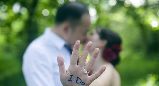 人到中年,为了真爱抛妻弃子,选择离婚的男人,是什么结局?