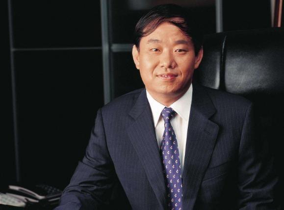 他23岁前一无是处,后靠卖煤气罐发家赚取620亿身价,一生传奇!