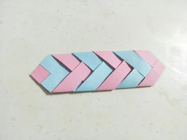 漂亮的折纸书签,方法简单易学,一分钟就能学会,大家都