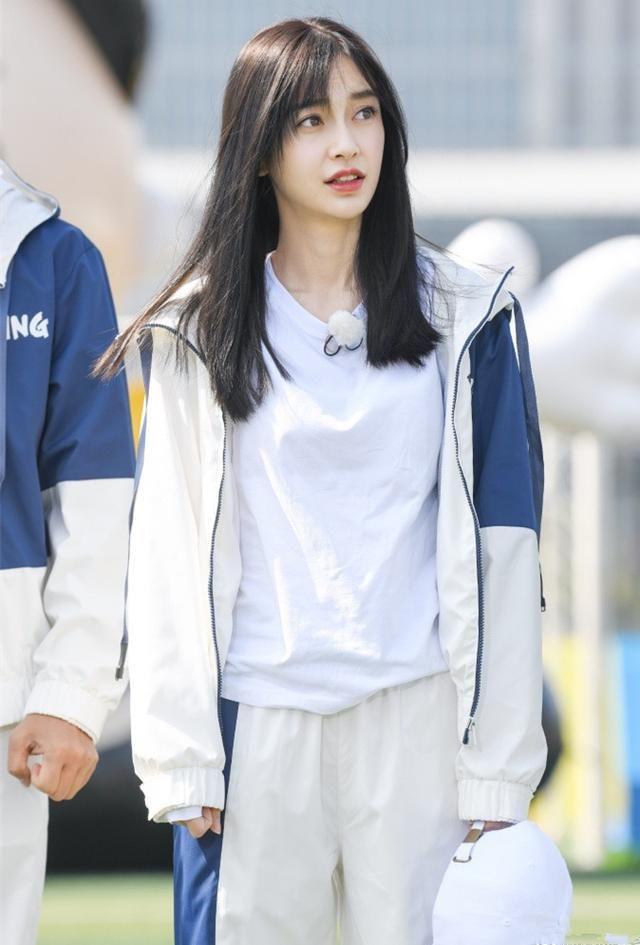 奔跑吧兄弟,杨颖和杨幂身穿足球运动装,不一样