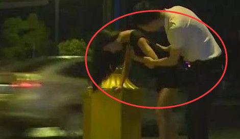 18岁女孩喝醉酒躺路上,却没人来捡,知道真相女生搭配人的穿衣瘦图片