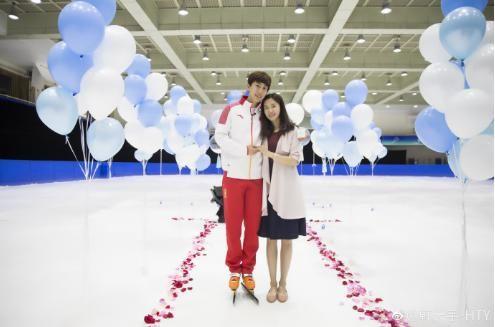 速滑名将韩天宇,在个人微博上晒出与29岁大姐姐刘秋宏的一组婚纱照图片