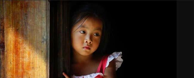 6岁女儿不让妈妈碰,睡着后撩起她的衣服,妈妈狠打爸爸几耳光