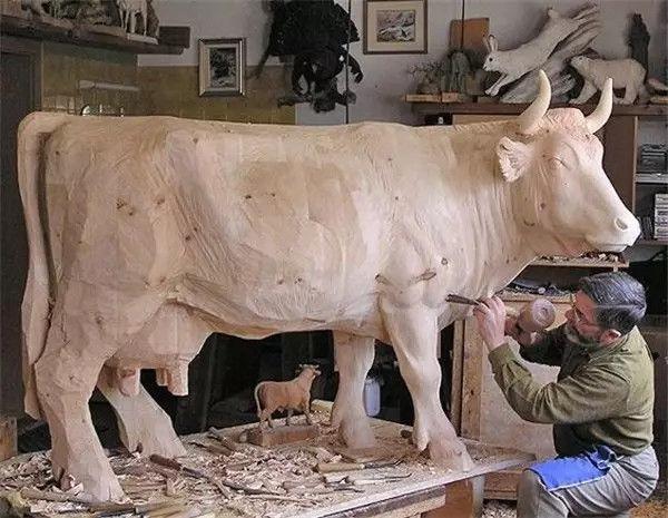"""国外木雕艺术大师,把动物雕""""活""""了!"""