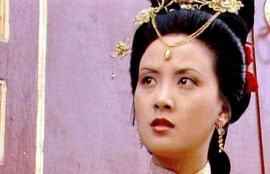 王夫人是王熙凤的姑妈,为何最终抛弃了她