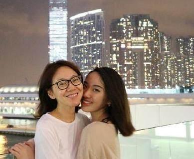 她曾是老板娘,因一句话透露与赵本山的关系,如今46岁仍未婚图片