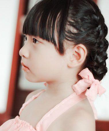 梳小孩子发型,可爱的发型有包脸的内扣中短发造型之后,贴着脸颊的梳发
