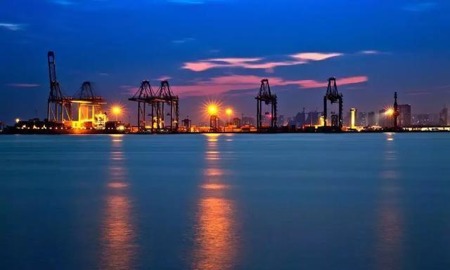 国内 正文  秦皇岛港 东港&西港 秦皇岛港以新开河为界分为东,西两