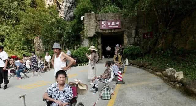 """434万游客挤爆了这座""""长寿之村"""",只因能够喝上一口长寿之水"""