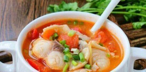 美食推荐:番茄鱼片汤、排骨蒸豆腐、清炒芦笋虾仁的做法