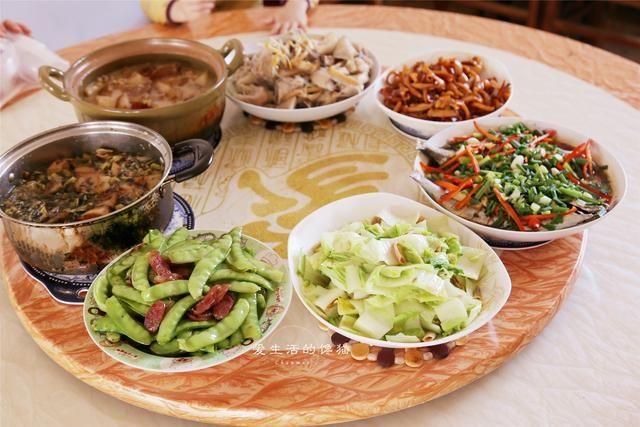 中元节,我家午饭这样吃,7菜1汤的家乡味道,吃得就是舒服