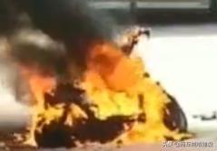 意外!商丘一外卖小哥电动车突然着火!有电动车的一定要看