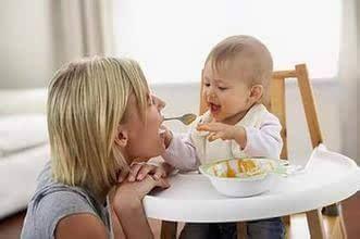 如何给宝宝添加辅食  7个问题家长要注意