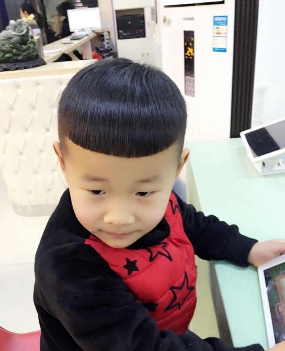三四岁男孩剪什么发型比较好看?