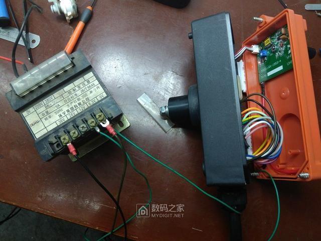 商业 科技 正文  随包装一起的接线图 接下来拆36v交流的遥控器和接收