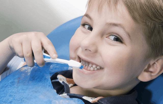 你家宝宝爱吃糖吗?为了孩子的牙齿健康,宝妈们要让宝宝少吃糖!