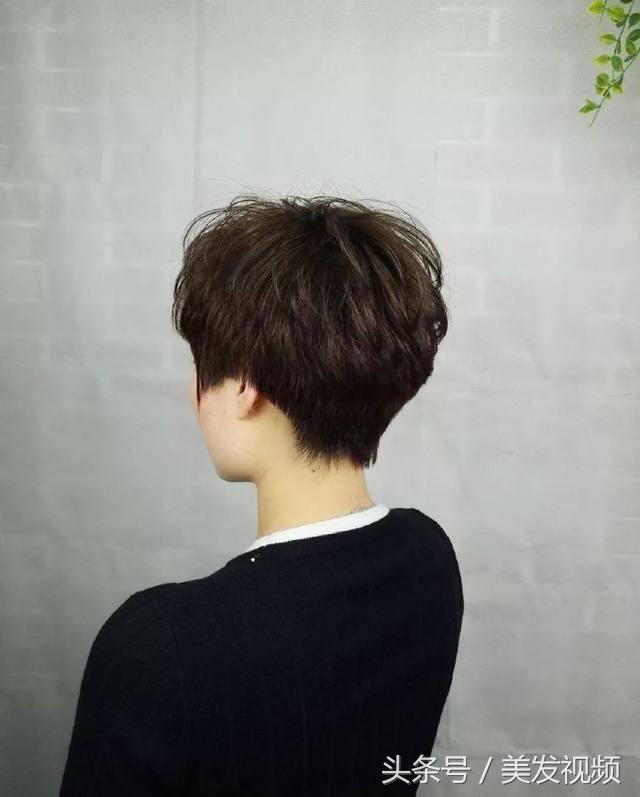 纹理烫发发型图片了,发尾优美的微卷,令整个线条让人感觉十分柔美,既图片