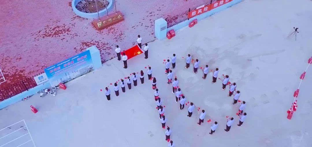 """中建五局东北公司团委组织开展""""同升国旗、同唱国歌""""活动"""