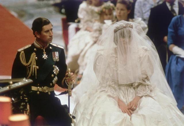 19岁时戴安娜王妃在与查尔斯王子结婚前,写了封亲笔信