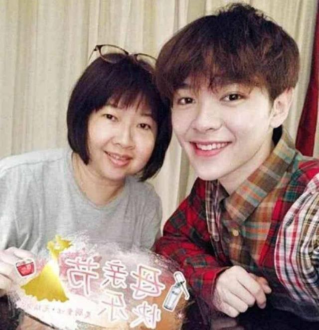 蔡徐坤妈妈,陈立农妈妈,尤长靖妈妈,谁的妈妈最美?