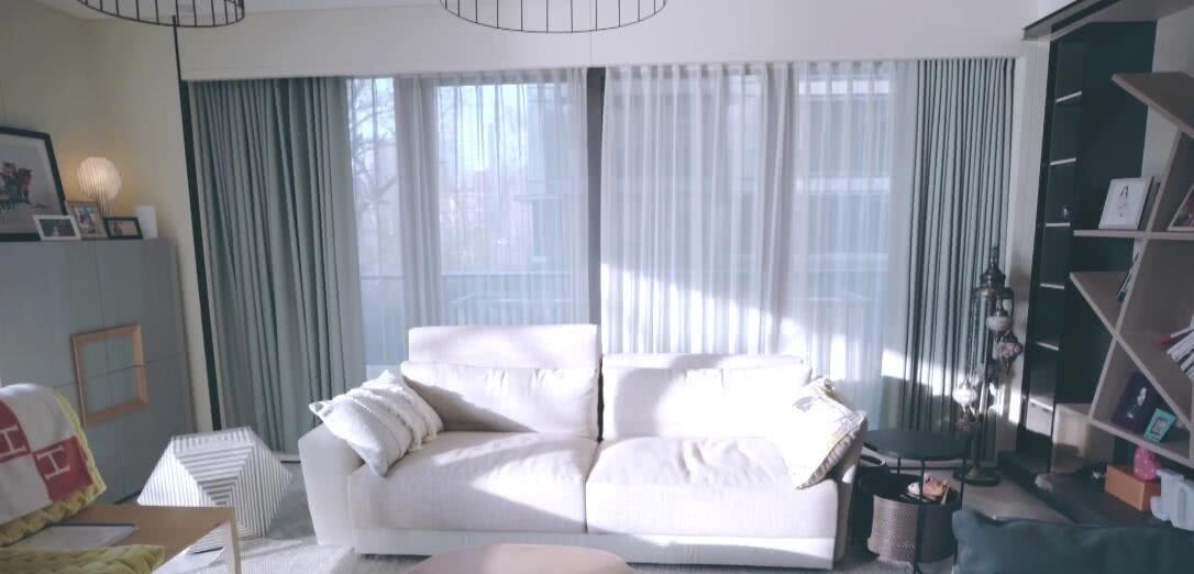 一个人v别墅惬意!40岁陈乔恩的别墅公开养两条徽派层一新别墅图片