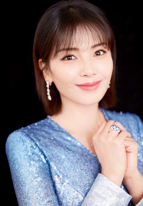 刘涛虽然已经41岁,剪短发加个刘海却减龄效果满分,嫩回20岁