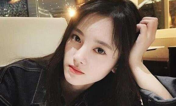 鞠婧祎妈妈照片曝光,网友:怪不得女儿漂亮,鞠爸拯救地球了吗?