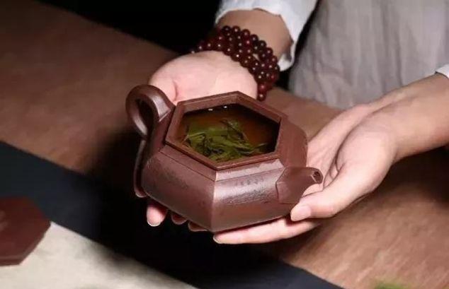 用紫砂壶泡茶时,投茶量与水温、技巧怎么把控?