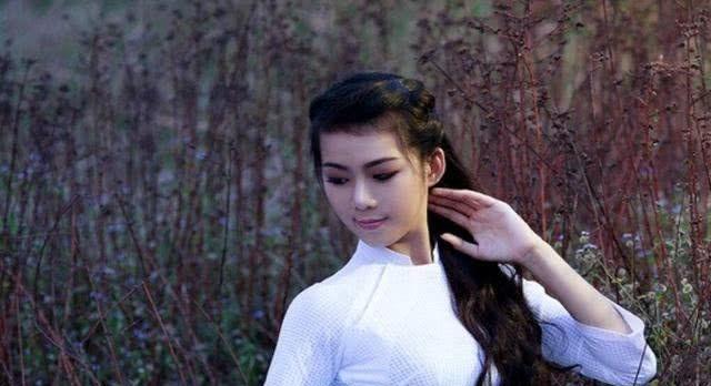"""中国最""""不起眼""""县城,却成为越南人天堂,随处能见到越南美女"""