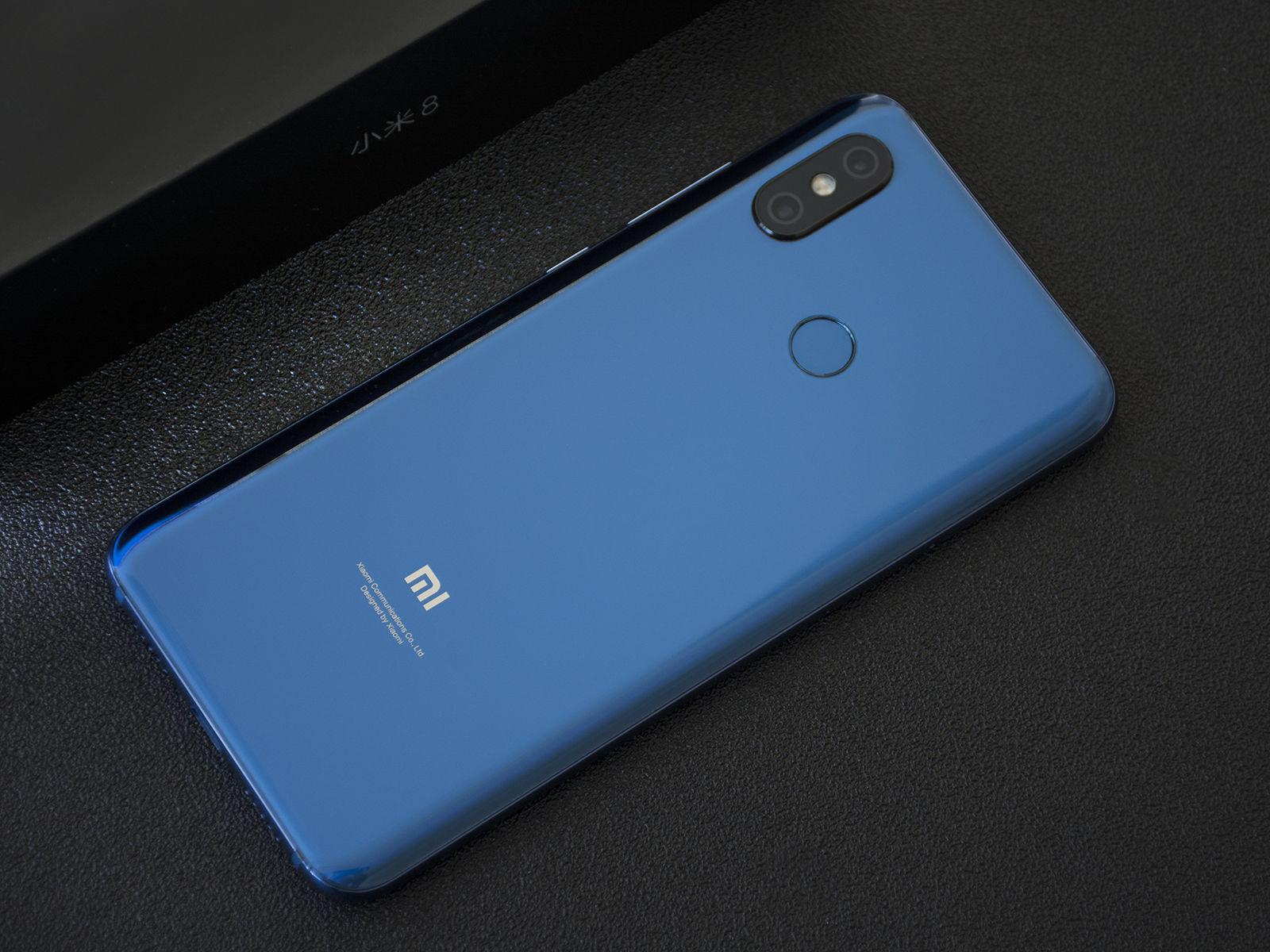小米8蓝色版首发上手图:温润握感,颜值出色!
