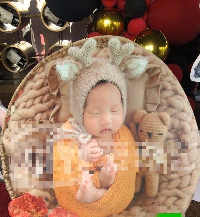 """冉莹颖首度公开三胎儿子照片 出生刚过百日 随母亲姓""""冉"""""""