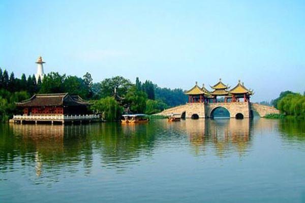 独具特色,著名景点:瘦西湖,盂城驿,枣林湾,大明寺,个园,何园,凤凰岛