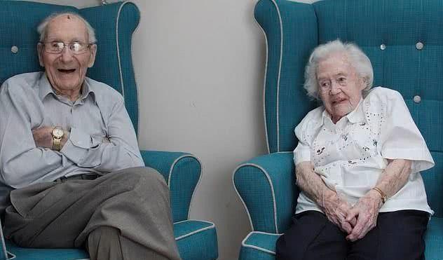 英国百岁老人庆祝结婚80周年,他们分享爱情保鲜的秘诀!