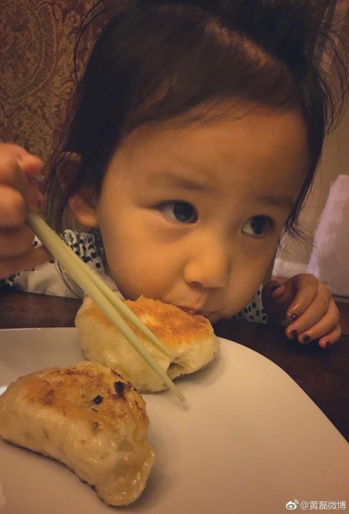 黄磊的家太幸福太幸福,这俩小可爱简直是精灵是天使!