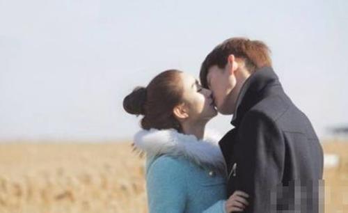 赵丽颖和谁接吻都不冷不热,唯独跟他拍吻戏,开心坏了!