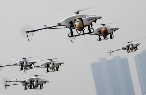 中国千架无人机编队空中表演,投入军事结果令人期待