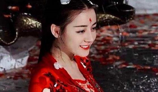 穿红衣的5位古装美人,热巴和杨幂颜值爆表,却还不及她撩人