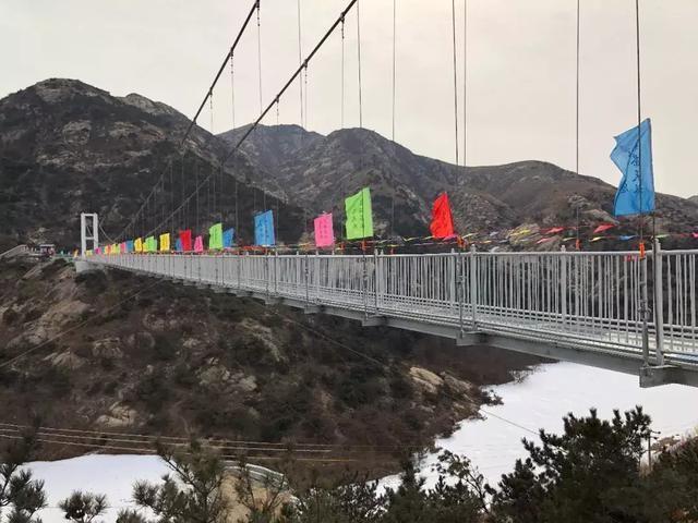 """茶山风景区玻璃吊桥旅游项目近日将开放  建在""""天池""""两侧山脊之上."""